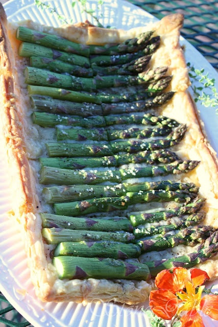 asparagus gruyere tart -from a  great blog - stonegable - thank you!