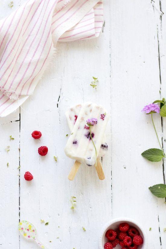 Yogurt ice pops with raspberries, easy and delicious!! foodandcook.net