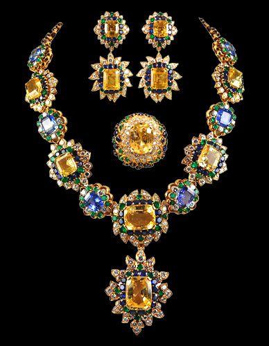 MAGNIFICENT VAN CLEEF & ARPELS Golden Sapphire Parure  1970
