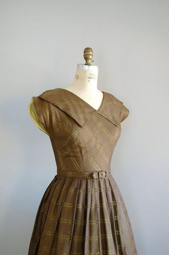 DearGolden: $68 1940s dress / full skirt dress / Literary Luncheon dress. Wow. 2 parallel bust darts, cut on sleeves, amazing collar.