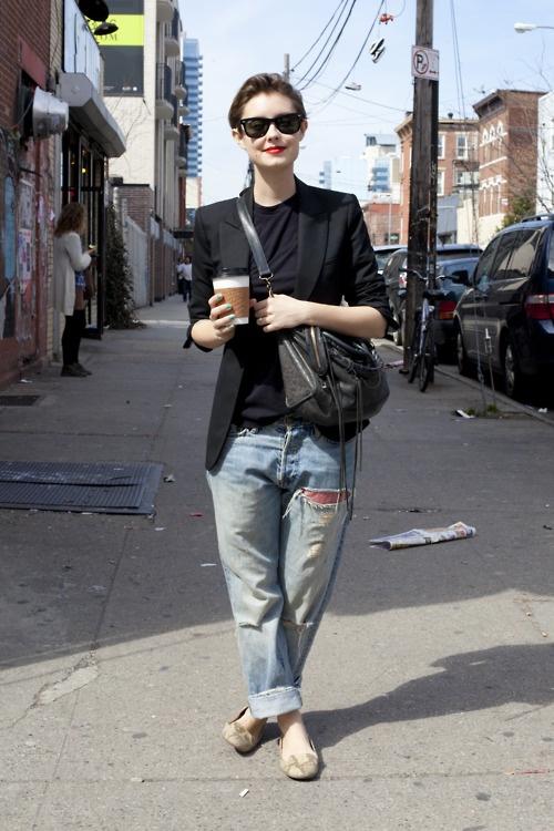 Perfect lazy day look: boyfriend jeans & coffee