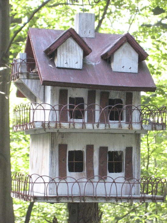 .love this birdhouse.