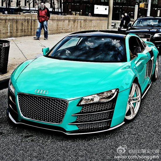 Audi R8 in Tiffany Blue.