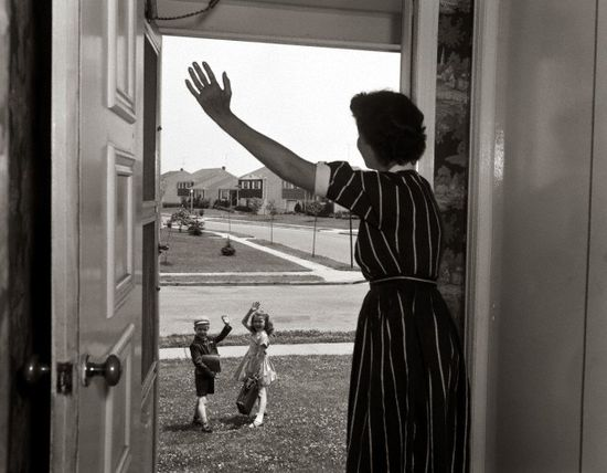 A 1950s mom waves her cute kids off to school for the day. #vintage #homemaker #1950s #housewife