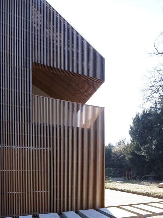 Wood siding and railings...Maison 2G / Avenier Cornejo Architectes