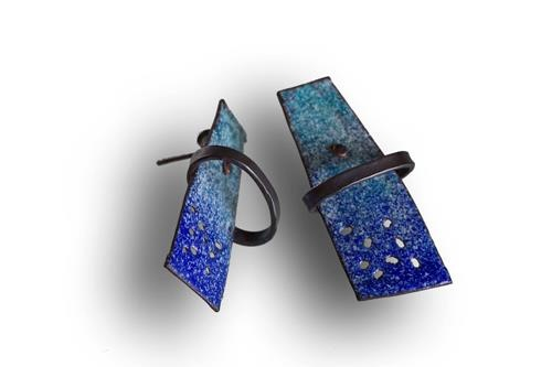 Montserrat Lacomba - Earrings  eIL2  Enameled and oxidized copper and silver.  40x17x8 mm.
