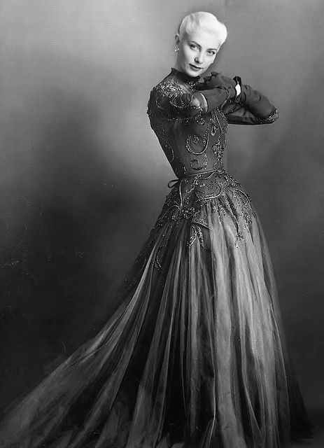 An absolutely stunning gown of gray embroidered tulle from Pierre Balmain, 1952. #dress #gown #vintage #fashion #1950s