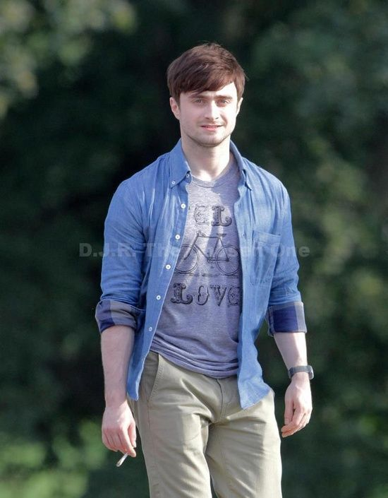 Smoking is a filthy habit, but DAMN Daniel Radcliffe makes