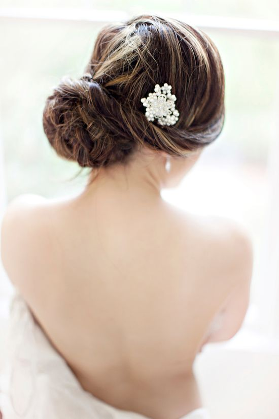pearl hair accessory // photo by Glass Jar Photography // ruffledblog.com/...
