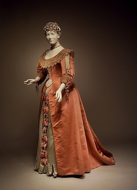 Such a beautiful sand + terracotta hued Victorian evening dress from 1895. #Victoria #dress #fashion #1800s