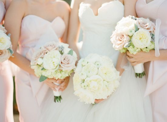 Romantic #rose and #peony #bouquets Photography: ktmerry.com