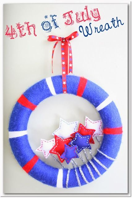 DIY 4th of July Wreath ~ add some flair to your holiday decor with this fun wreath!  #4thofjuly #wreaths