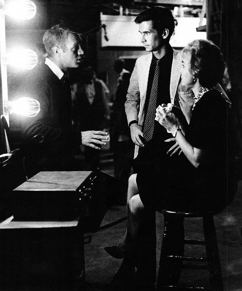 Steve McQueen visits Anthony Perkins and Janet Leigh on the set of Psycho (1959)
