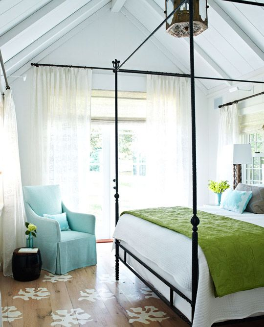 Blue and green bedroom. Pattern on the floor. Natural light. Ceiling.