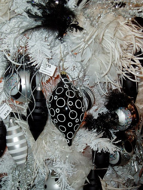 Black and White Christmas Tree via Flickr