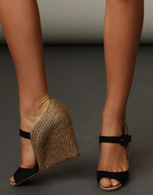Ahhh these shoes! Where do I find??