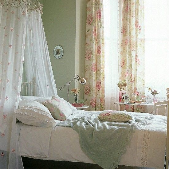 Pretty bedroom- bed canopy