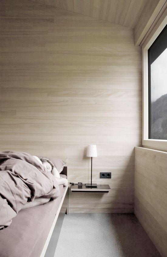 simple bedside table House for Gudrun / Sven Matt