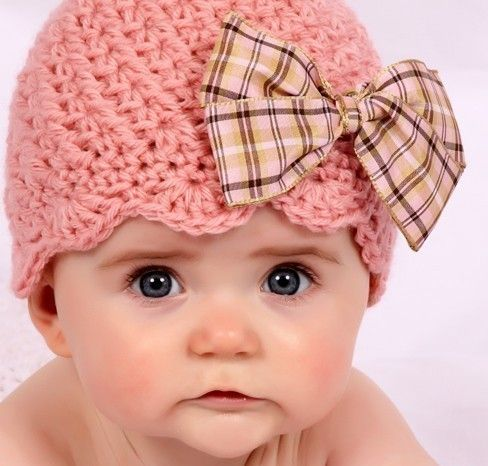 Okay, besides being an adorable baby, I love the way this hat is finished with scallops! so cute!