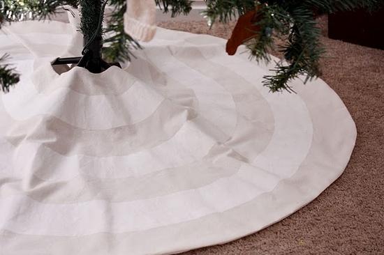 Sewn tree skirt