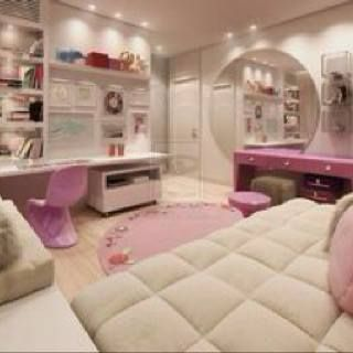 A dream girl's bedroom! But where's the blue? Lol! ?