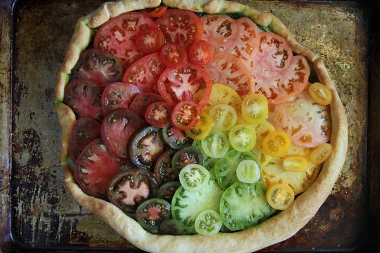 gorgeous heirloom tomato pizza