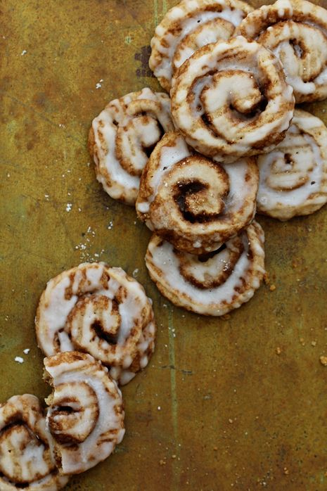 I'll take ten dozen right now, please! :))) Cinnamon Roll Cookies. #cookies #cinnamon #bun #roll #baking #food #dessert #Christmas
