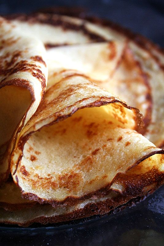 French crepes....1 cup of milk.....1 egg.....1 cup of flour......easy... but takes practice...