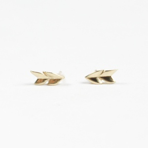 Double Arrow studs // Love these! Wonder where they are from...