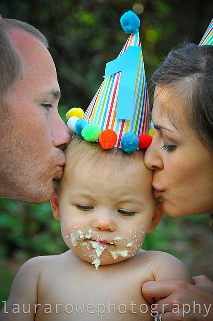 Cute photo idea for 1st birthday as family