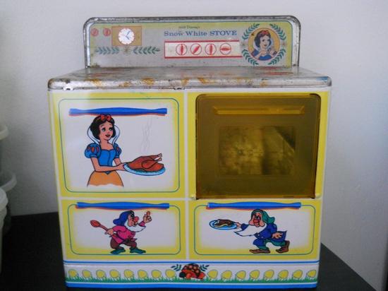 Vintage Snow White Wolverine Tin Toy Stove