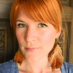 DIY Leather Feather Earrings. Add a little boho style to your fall wardrobe.