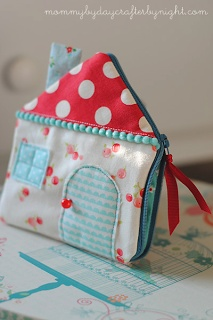 Sewing Secrets: Little House on the ... Wrist! Zipper Pouch Tutorial