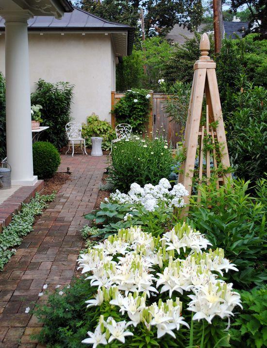Obelisk + white clematis