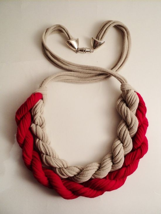 T-shirt yarn necklace.DIY tutorial