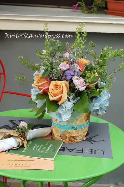 Provans style flower arrangement with roses and hydrangea