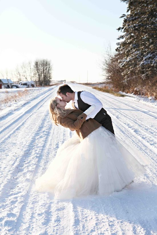 dirt road wedding photos
