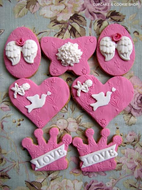 Pink, romantic Valentine cookies