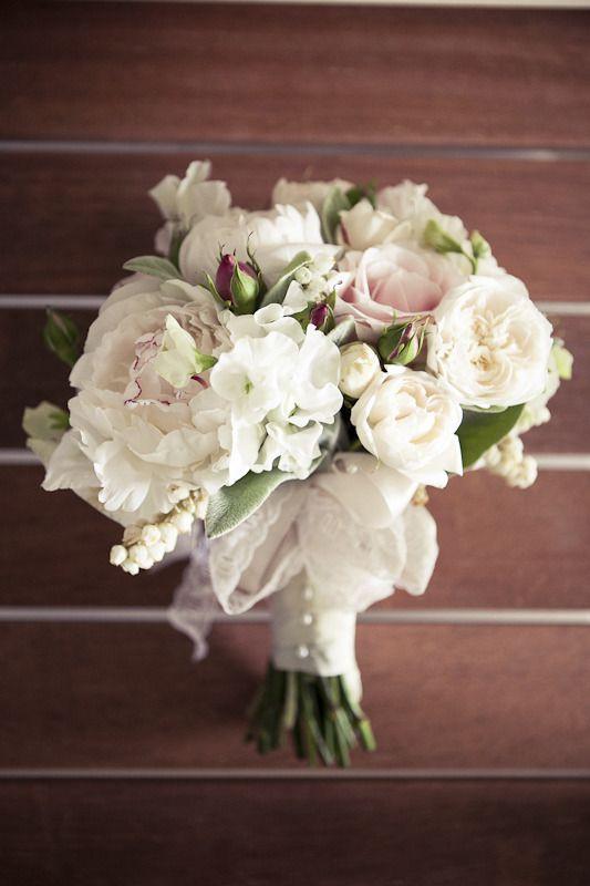 Love this bouquet! ~ So Romantic!!