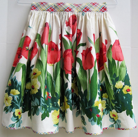 Pretty tulip apron.~~love the bias plaid