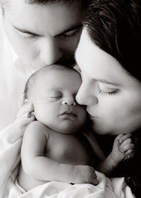 Newborn photo with mom & dad