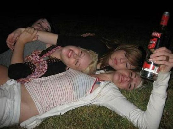 Drunk girls - Funny pictures of people drunk - funny pictures - funny photos - funny images - funny pics - funny quotes - funny animals @ humor