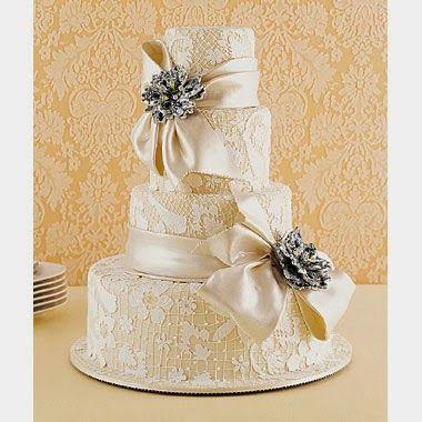 Vintage wedding cake. Lace Wedding Cake. Vintage Wedding Ideas.