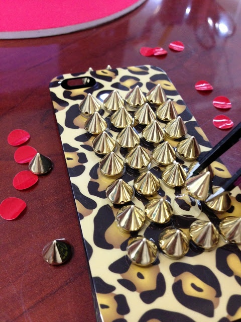 Spiked iPhone DIY using Jewelry