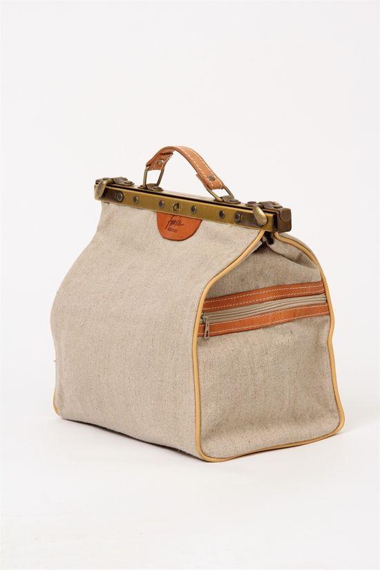 Vintage oatmeal cotton gladstone handbag