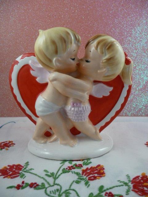 kissing Cupids