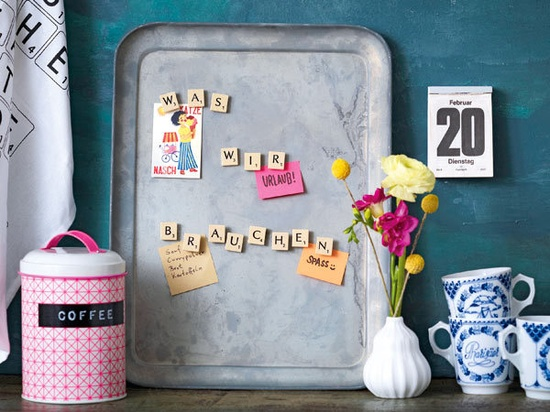 Buchstaben-Deko mit Scrabble-Steinchen