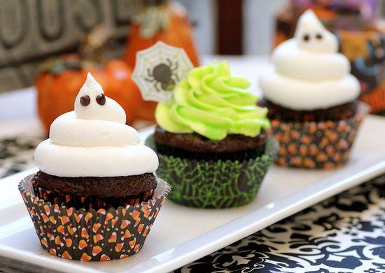 Ghoulishly Glowing Cupcakes #halloween #cupcakes #food