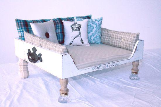Vintage inspired pet bed, love it!