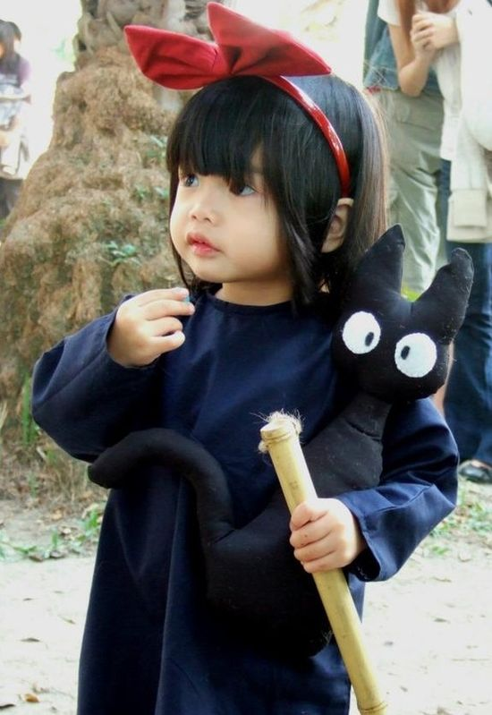 Little girl dressed up as Kiki from Studio Ghibli's Kiki's delivery service